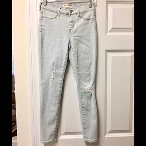Awesome 😎Bullhead skinny distressed ankle jeans!